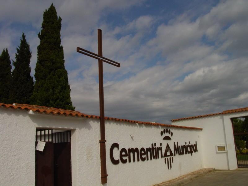 Resultat d'imatges de cementiri cubelles